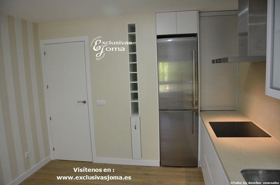 Reforma de cocina en piso en avenida vi uelas en tres for Muebles de cocina profesional