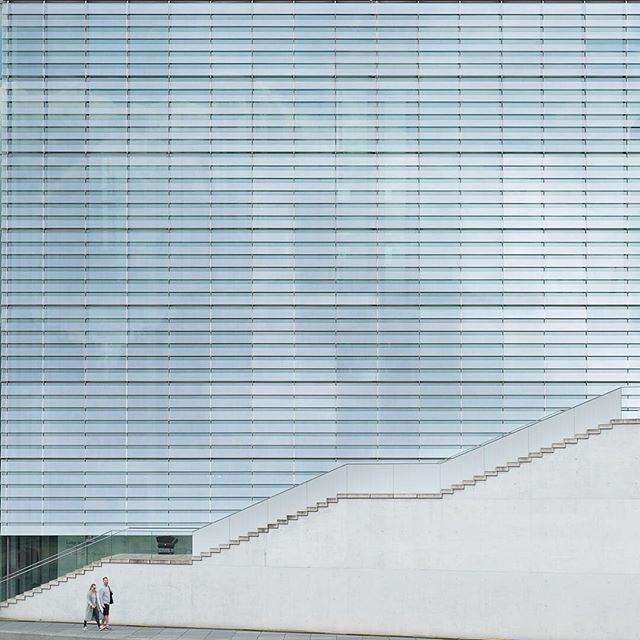 The German Federal Chancellery building, designed by Charlotte Frank and Axel Schultes. Completed 2001. © ZAC + ZAC 2015