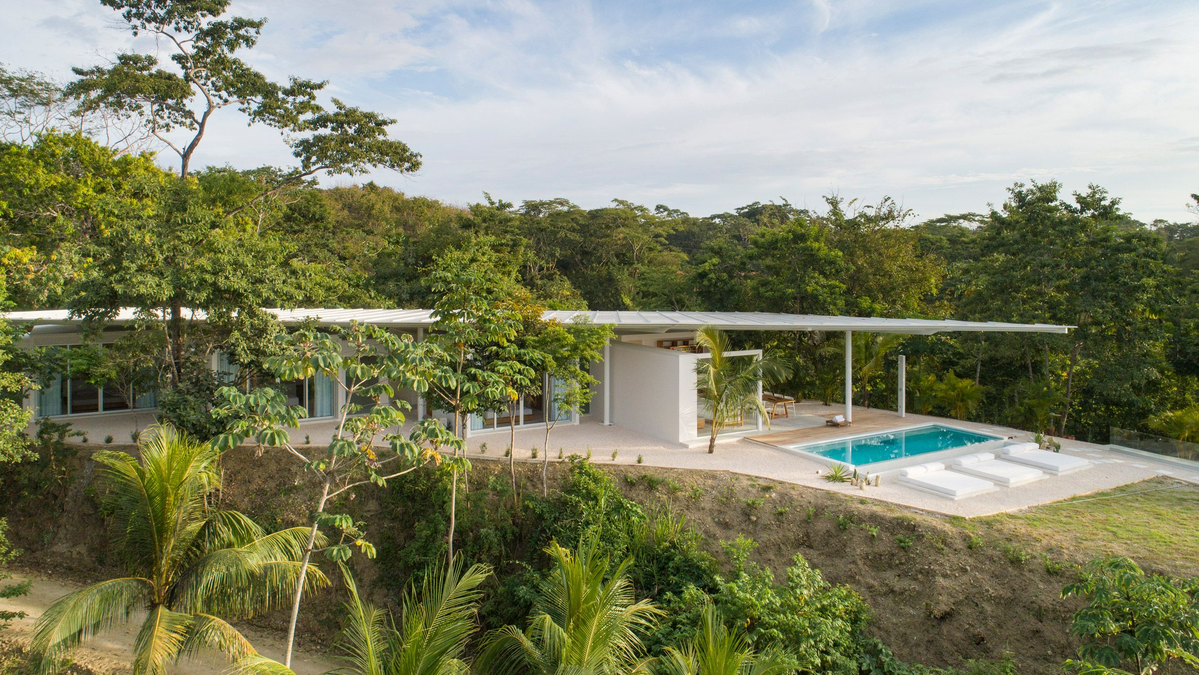 Studio Saxe Tops White Costa Rican House With Pointed Roof In 2020 Houses In Costa Rica Santiago Rectangular Pool