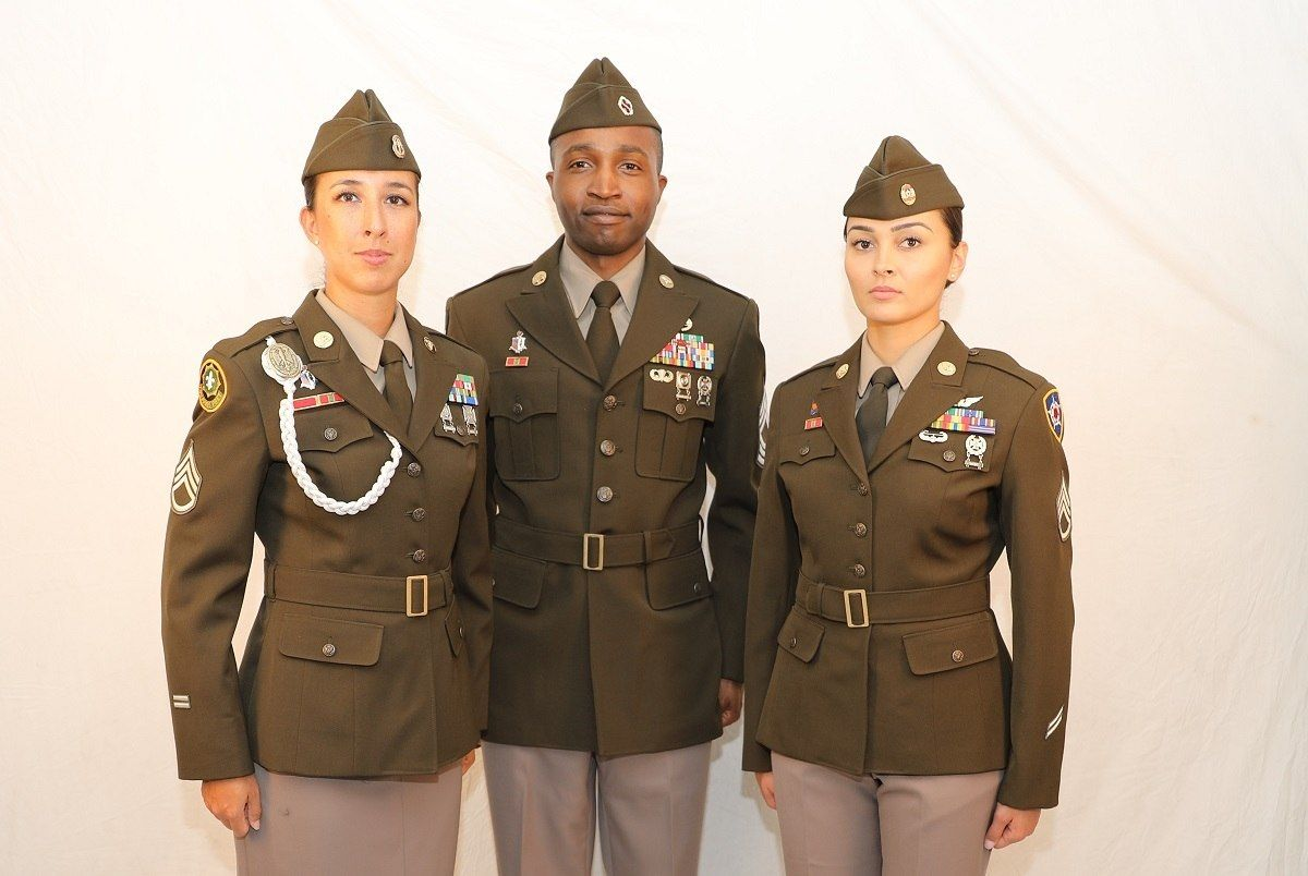 Pinks And Greens The Uniform Today S Army Needs Army Dress Uniform Army Dress Us Army Uniforms [ 804 x 1200 Pixel ]