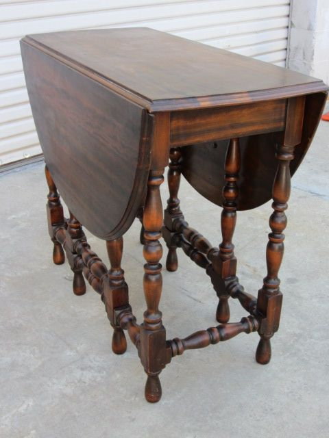 We have this American antique drop leaf eight leg gate table in