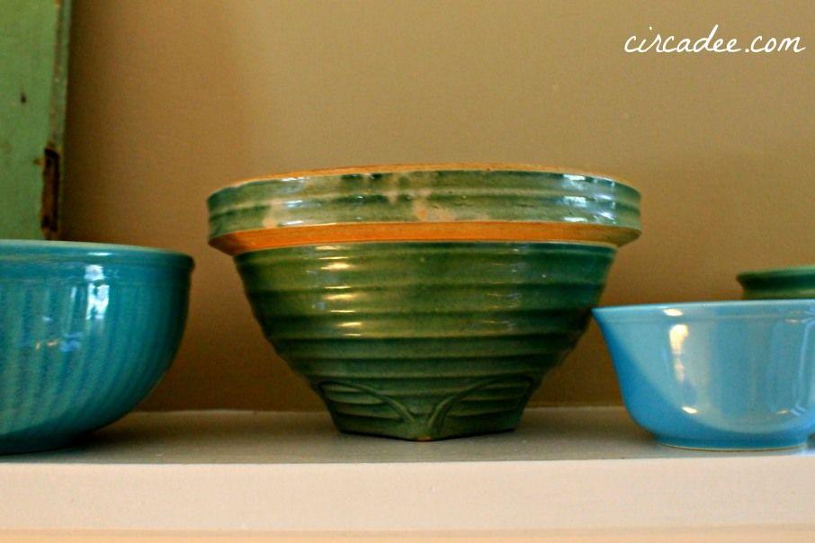 Circa Dee Vintage Inspiration For A Modern Lifestyle Vintage Mixing Bowls Vintage Bowls Antique Glassware