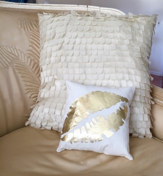 Kisses Gold Foil Pillow (with lips template)
