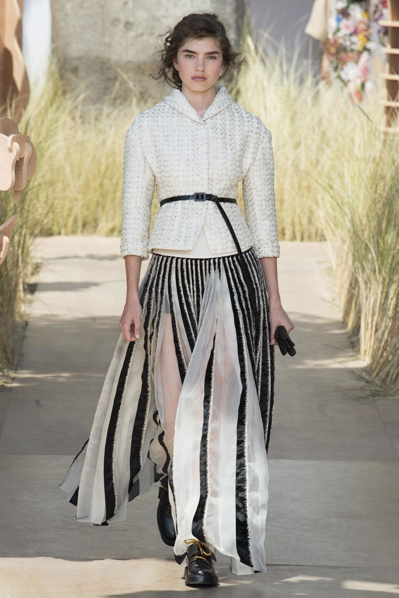Dior couture fall winter 2017 2018 dior couture winter for Couture clothing definition