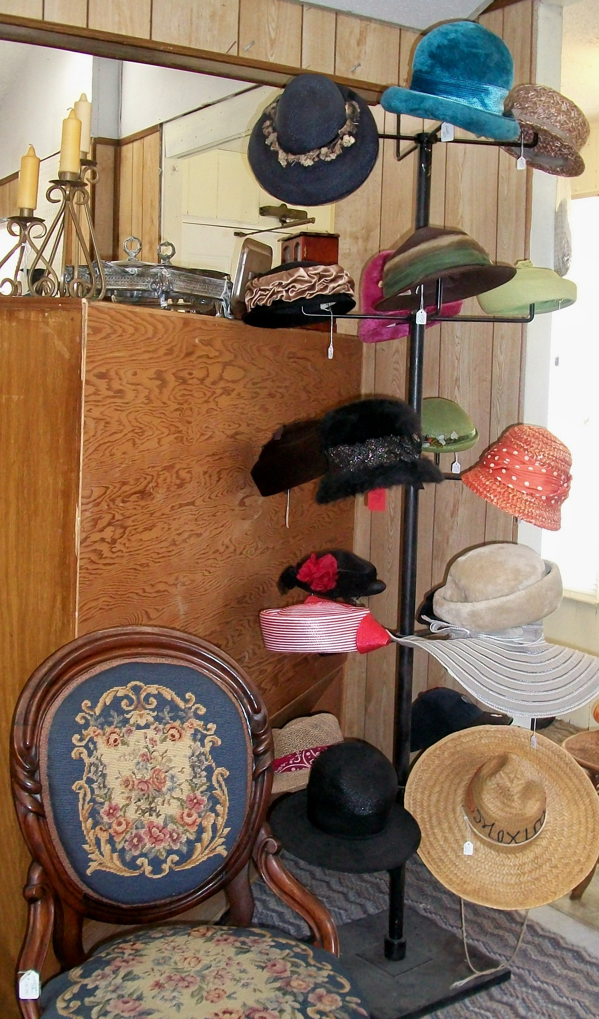 Hats Hats Hats The Mad Hatter Of Blue Hills Antique Mall In Geronimo Texas Just One Of Over 40 Deale Antiques Vintage Collectibles Hats Vintage Hat Stores