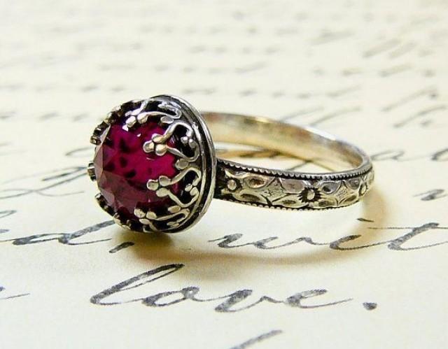 Hermoso anillo de banda floral de plata esterlina gótica vintage con bisel de rubí y corazón de corte rosa # 2188816