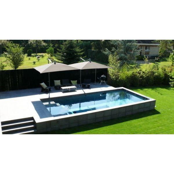 Une piscine semi-enterrée en béton