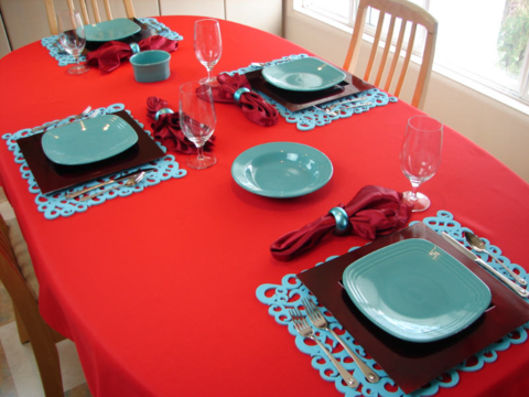 Contrasting colour table place settings can assist dementia suffers at meal times. & Contrasting colour table place settings can assist dementia ...