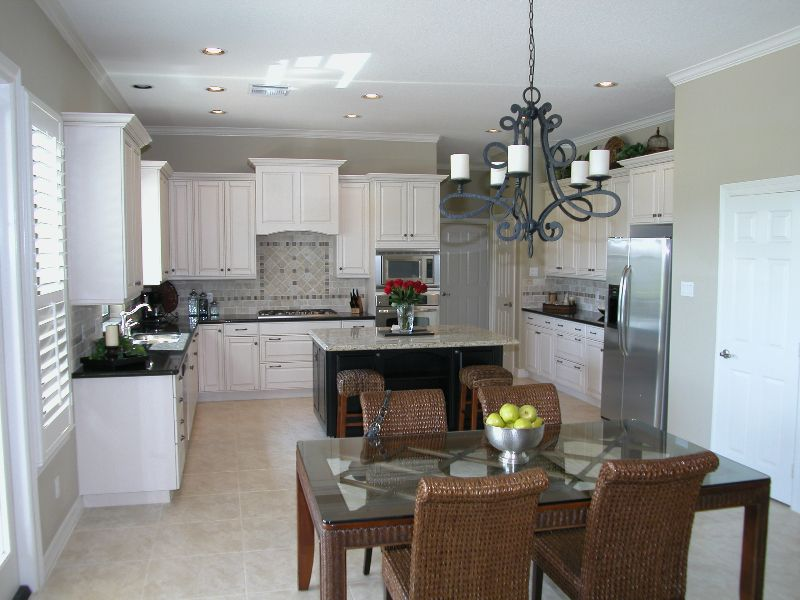 Traditional Kitchen Layout Design Remodel Bay Area Kitchens Webster Tx Texas Remodeling Kitchen Cabinet Remodel Custom Kitchen Remodel Kitchen Remodel