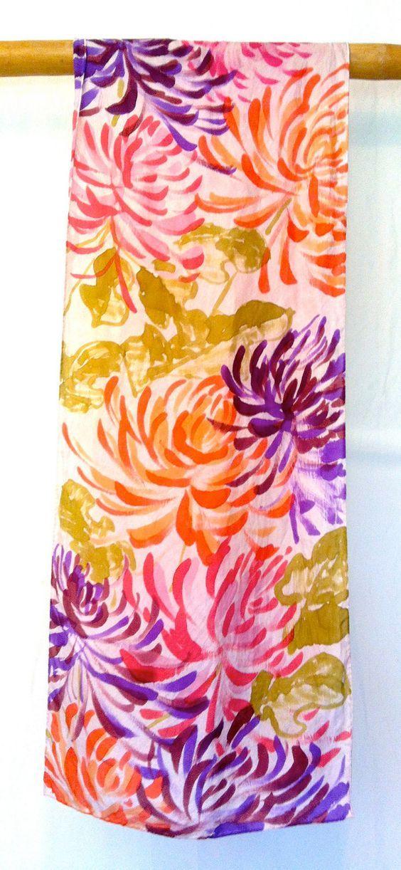 Pintado a mano grande bufanda de seda coloreada multi floral de la bufanda, bufanda de seda floral japonesa.  Pañuelos de Seda Takuyo.  Hecho en EE.UU.  13x70 en .. $ 88.00, a través de Etsy .: