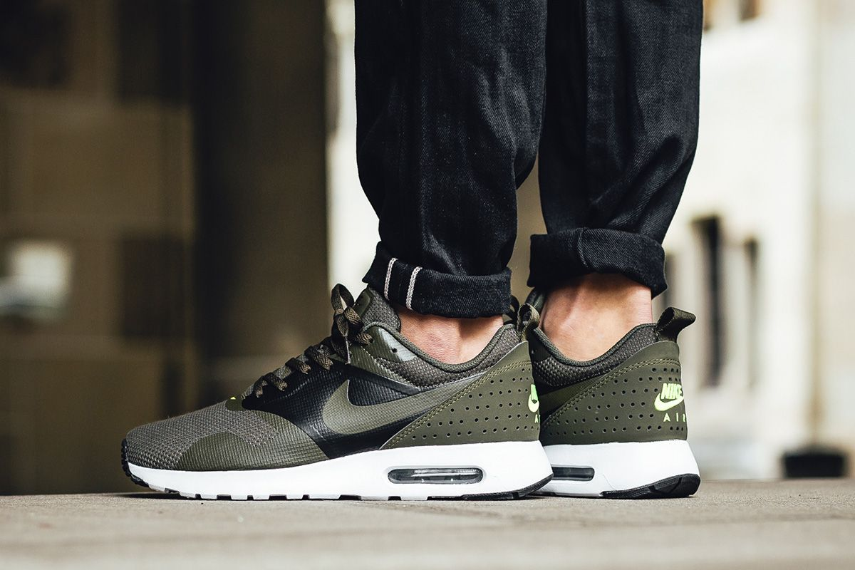 nike air max tavas leather cargo khaki sock