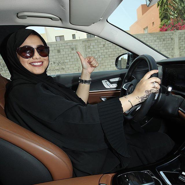 بدأ سريان تطبيق قرار الملك سلمان بن عبد العزيز بالسماح للمرأة بقيادة السيارة في السعودية Gettyimages ال Taxi Driver Women Drivers Women