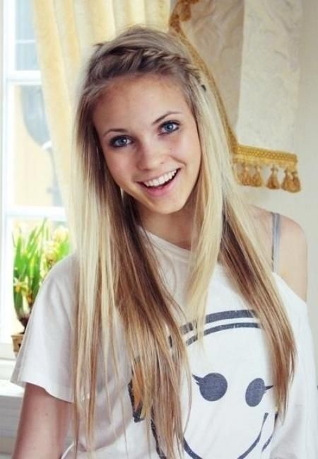 Cute Everyday Hairstyle Long Hair With Braid Bangs The Rolled Pony And Side Lace Are Super Too I Love This Color