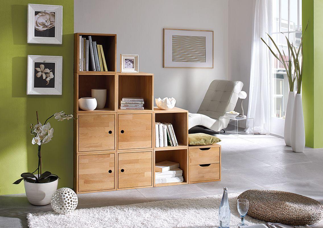 """Das Massivholz-Regalwürfelsystem """"Cubetto"""" wird aus hochwertigem Buchenholz gefertigt und passt sich dem Raum optimal an. Die Regalelemente fungieren auch optimal als Raumteiler."""