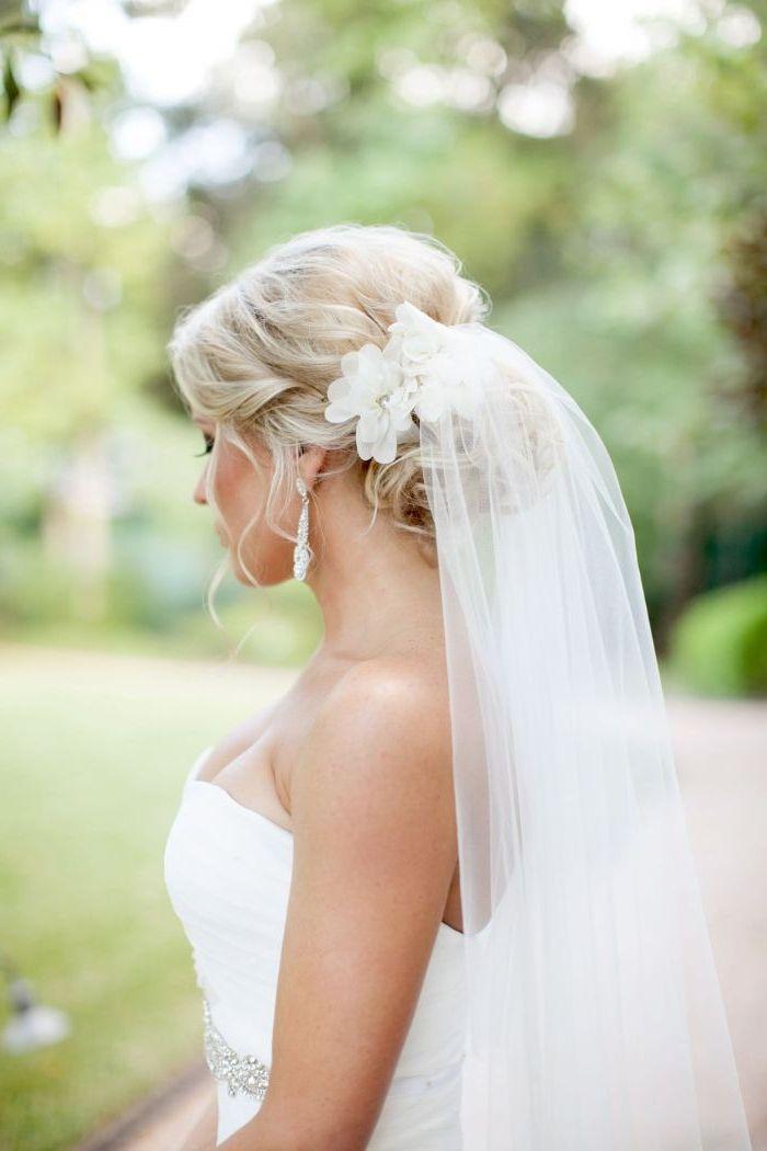▷ 1001 + Ideen für faszinierende Brautfrisuren mit Schleier