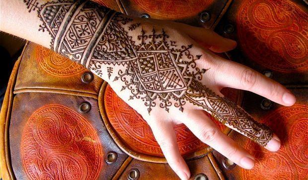 Henna Party Nyc : Henna tattoo royal woman cardboard castles hennas