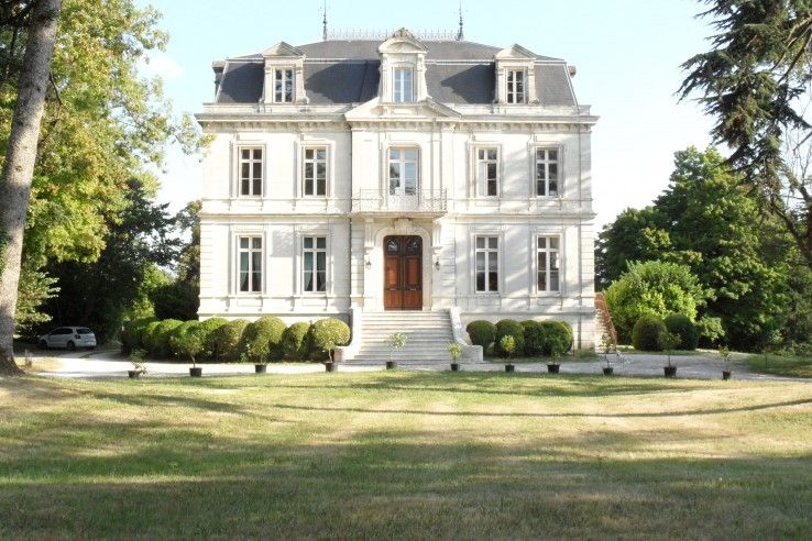 19th Century French Mansion In Grande Champagne French Mansion French Architecture French Chateau Homes