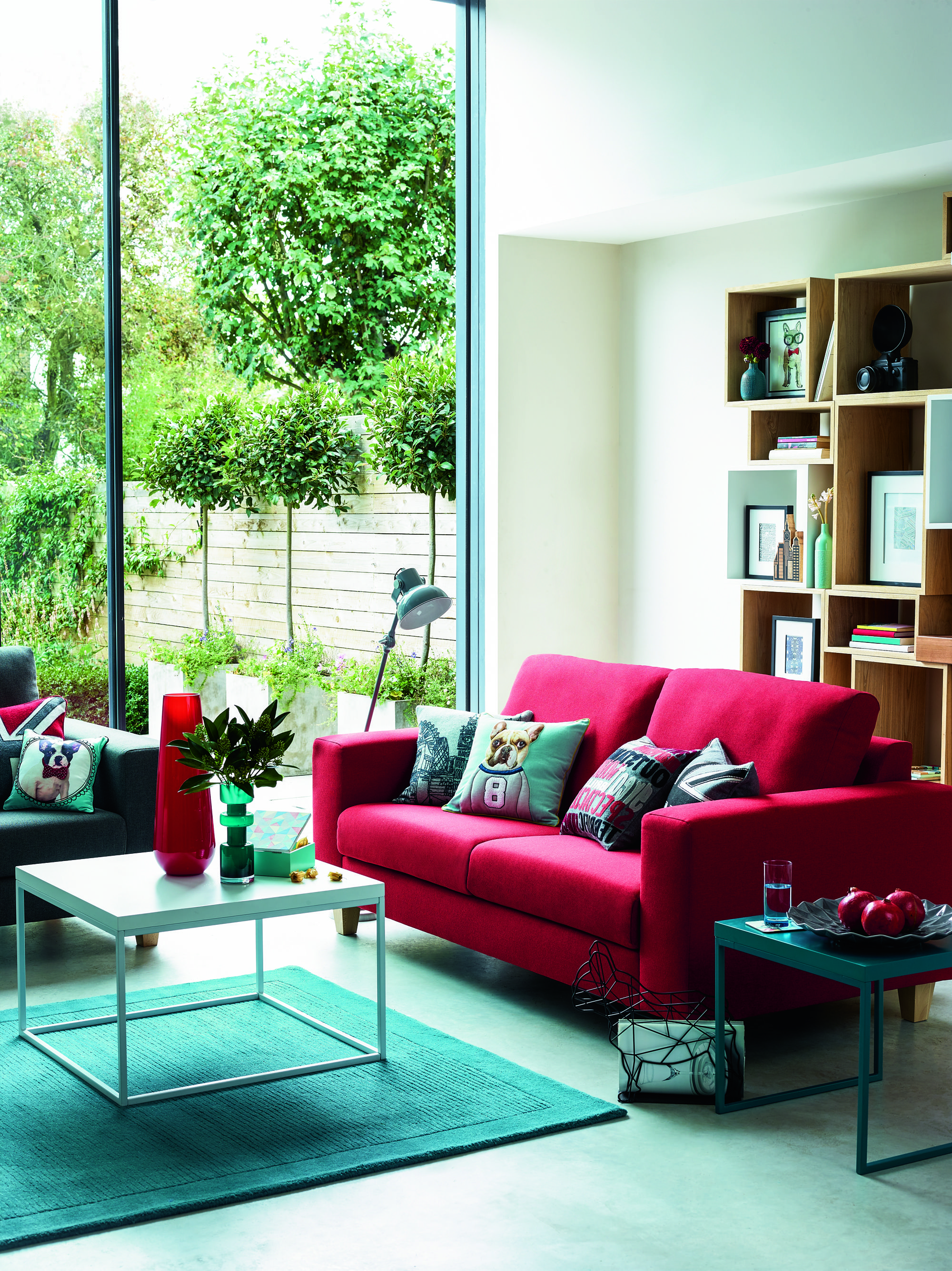 Peachy Bright Red Sofa Green Carpet And Bright Accessories Get Download Free Architecture Designs Scobabritishbridgeorg