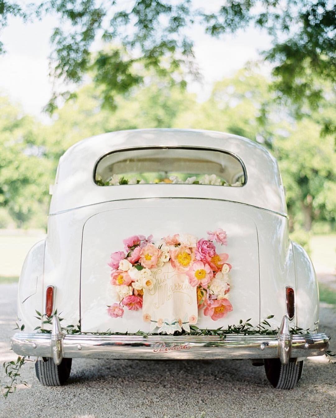 Getaway  Wonderful Wedding Details  Ideas  Hochzeit auto Autoschmuck hochzeit und Hochzeitsauto