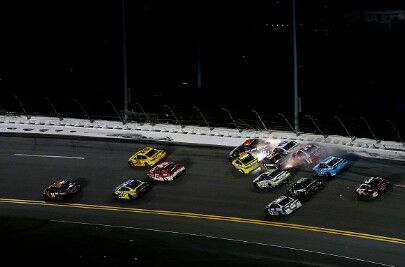 Big wreck in turn 3 Event: 2016 Sprint Unlimited