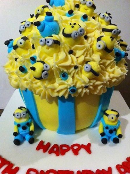 Minion Birthday Party Cakes and Cupcakes and more Food Ideas Torte
