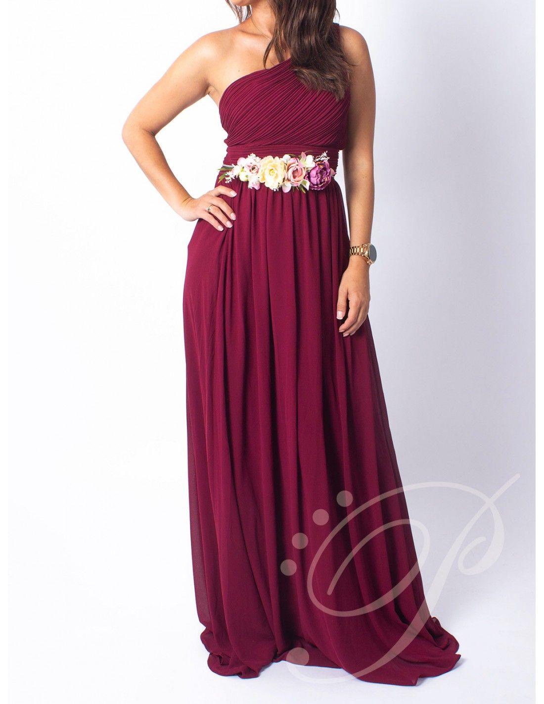 ba9c6cf38 Vestido Layla Burgundy - Vestido largo de gasa en color burgundy.. Escote  asimétrico drapeado. Espalda elástica. Detalle de un tirante.