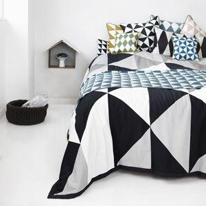 couvre lit coton bio Couvre lit en coton bio motif triangles Remix Ferm Living  couvre lit coton bio