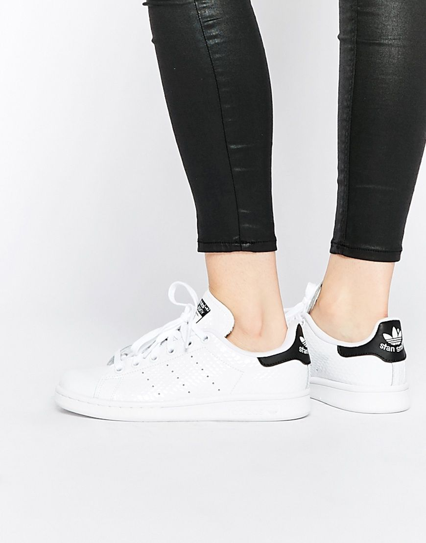 new style cd8ed 03684 Imagen 1 de Zapatillas de deporte en blanco y negro Stan Smith de adidas  Originals
