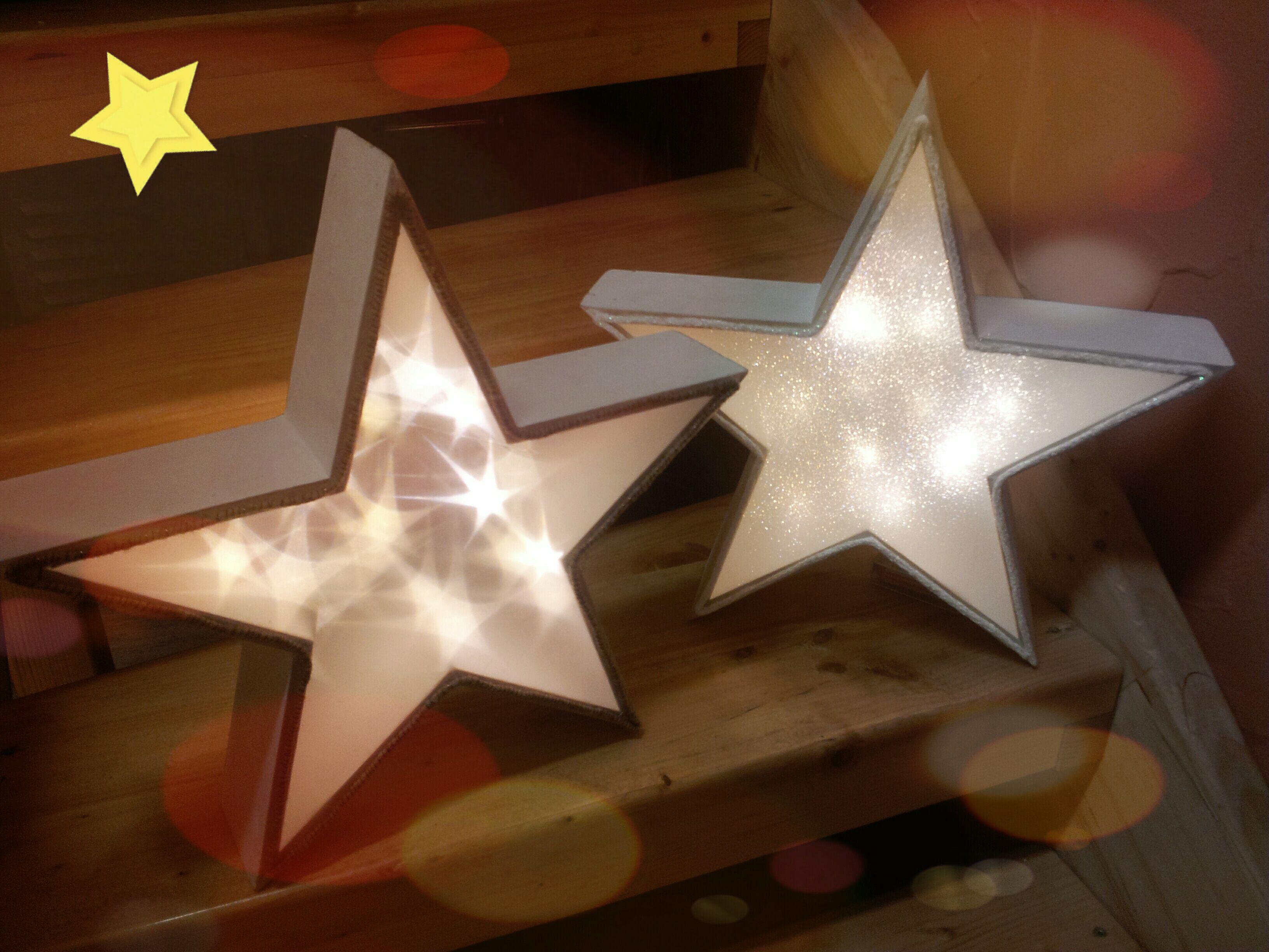 Selbst gebastelte weihnachtssterne die sterne sind im - 3d bilder basteln ...