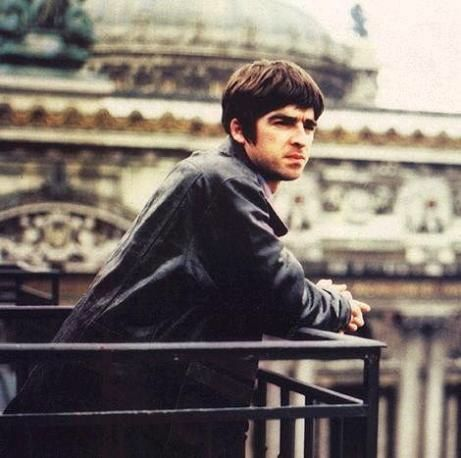 I used to have this on my bedroom wall. Noel thoughtfully looking over Paris from Q Magazine. Nice world, I'll take it!