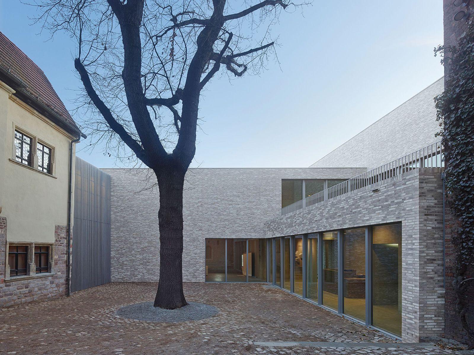 Luthers Sterbehaus, VON M