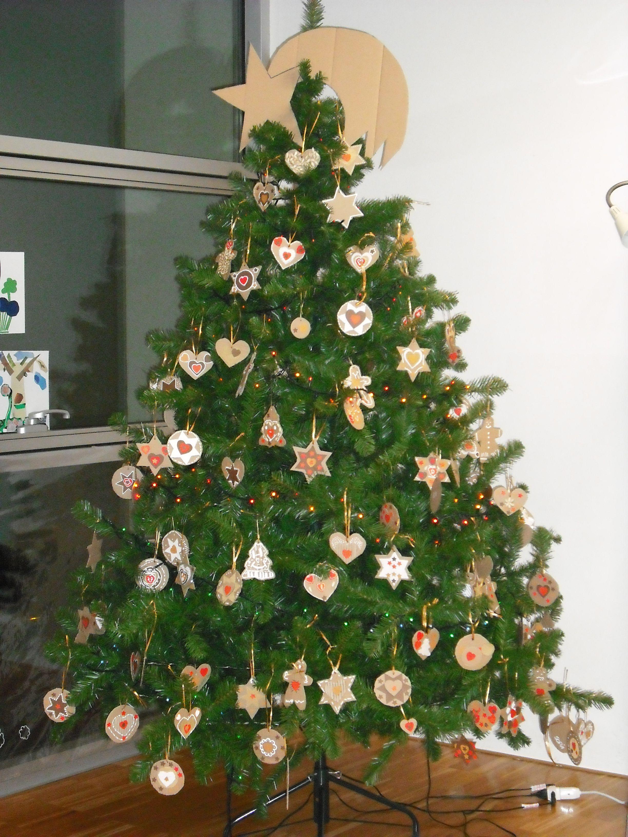Albero Di Natale Con Biscotti.Biscotti Di Cartone Per L Albero Di Natale Della Biblioteca Alberi Di Natale Decorazioni Di Natale Natale