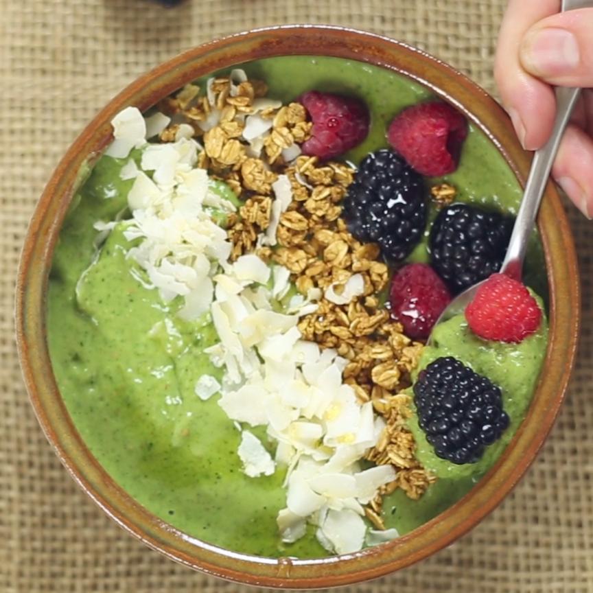 Avocado, Kale & Raspberry Smoothie Bowl