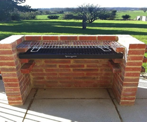 How to build a brick bbq brick bbq bricks and backyard for Backyard built in bbq ideas