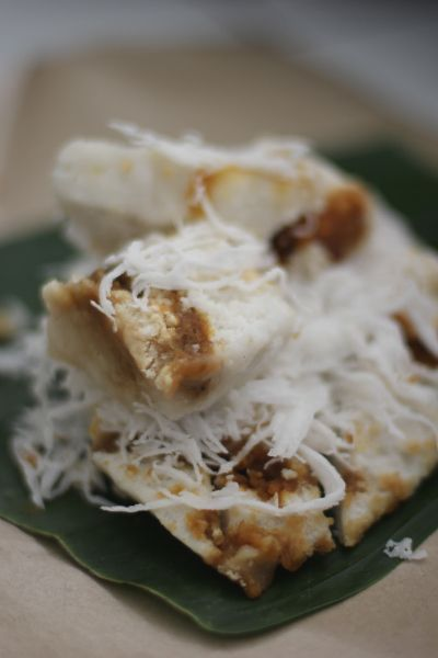 Kue Dodongkal Kue Beras Ini Wajib Bgt Dicoba Kue Ini Biasanya Tersaji Di Atas Daun Pisang Dengan Taburan Kelapa Parut Yg Banyak Romatis Makanan Kue Pisang