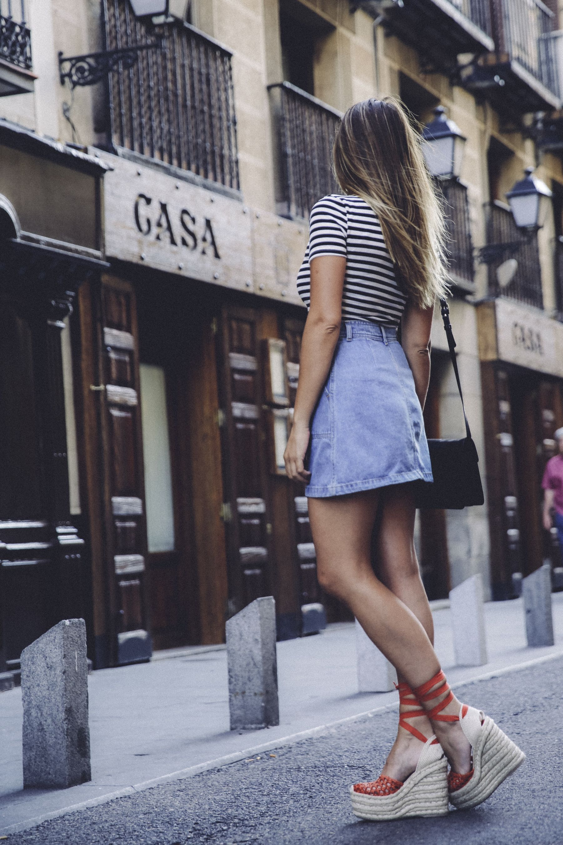 c3f1447073 outfit look primavera spring street style trendy taste inspiration falda  denim vaquera skirt top tshirt stripes lace up sandals espadrilles vintage  ...