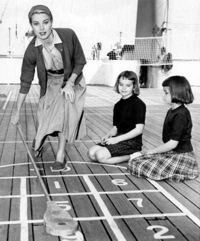 Grace Kelly shufflin' in 1956
