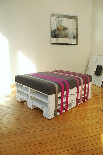 if the site open is polish, google chrome translates it! but its a seat/automan made of 2 pallets and a vinyl cushion with colored duck tape stripes holding it on. no directions, looks easy enough tho.