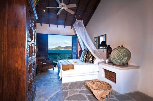 Moroccan style home decorating invites rich colors of middle