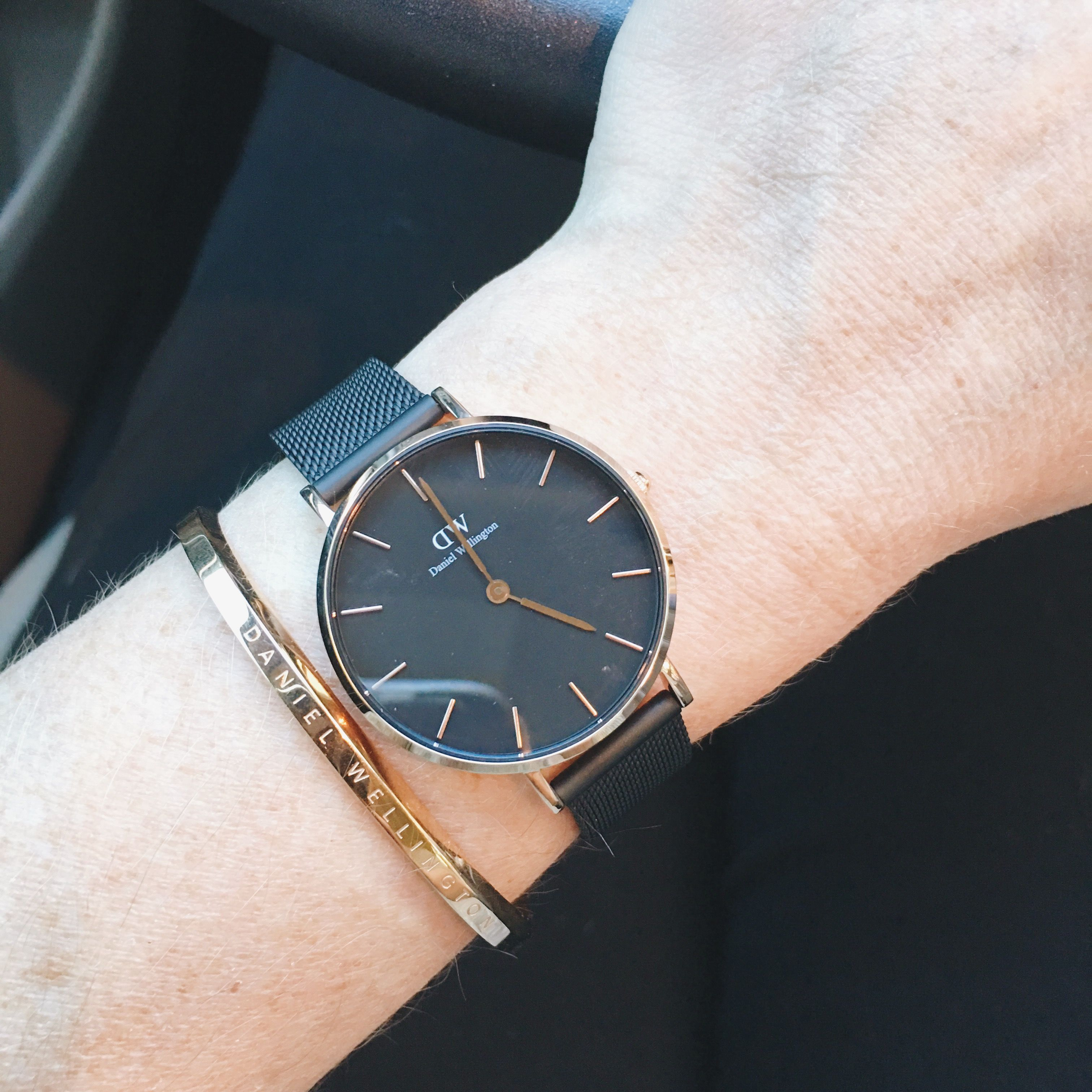 dfb27ce11dad Meet the new Daniel Wellington watch...the Classic Petite Ashfield! It  comes in either rose gold or silver. Use code CLASSYYETTRENDY15 for 15% off  your ...