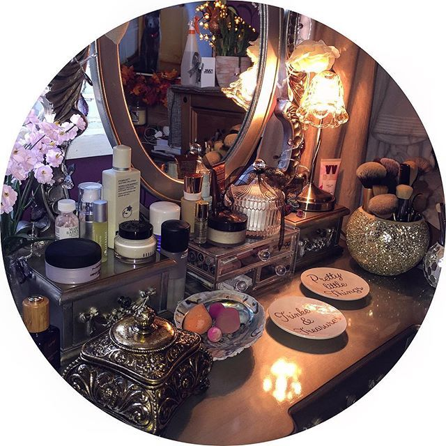 • Deets 💘✨🦄🔮 • . . . . #makeupenthusiast #bedroomdecor #toulousse #decor #potd #vanity #dressingtable #dresser #makeup #mua #vanitytable #makeuptable #dunelm #dunelmuk #bblogger #beauty #skincare #instablogger #happy #happyplace