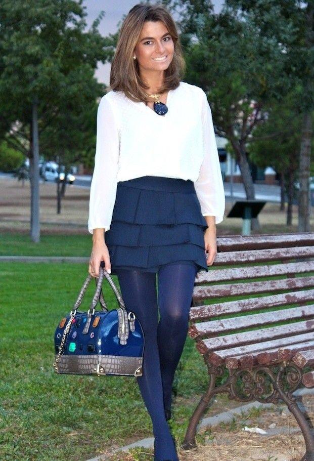 Vestido azul marino con medias azules