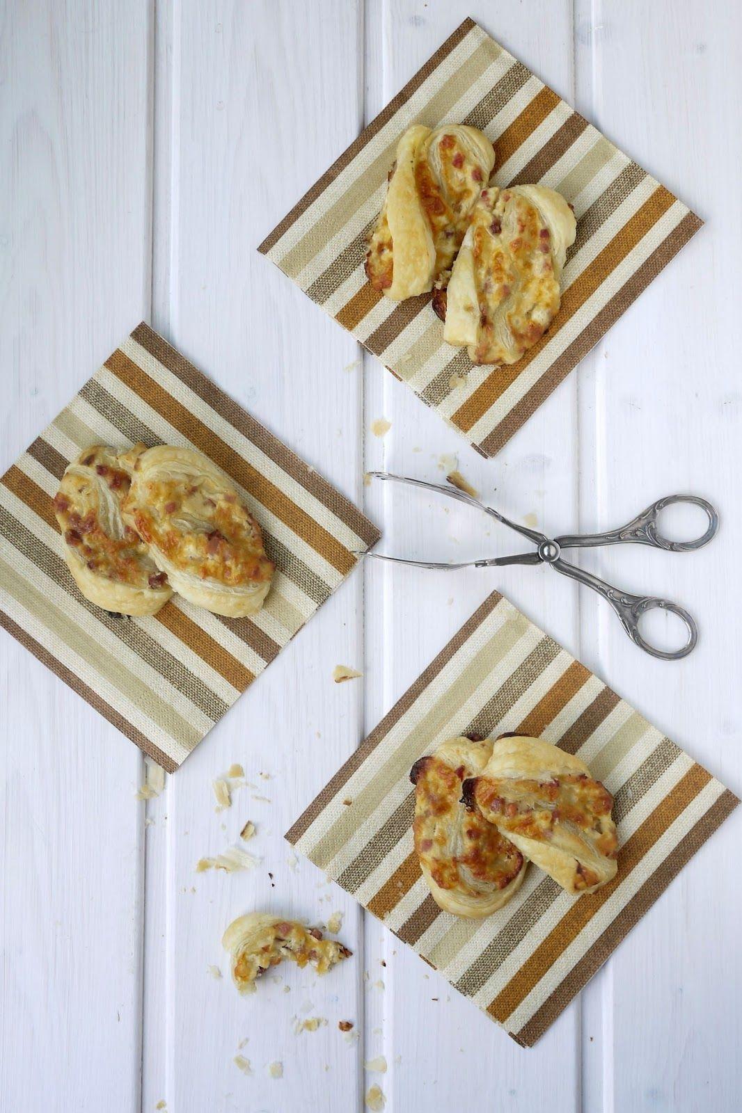 Blätterteiggebäck mit Käse und Speck | Food art, Snacks and Foods