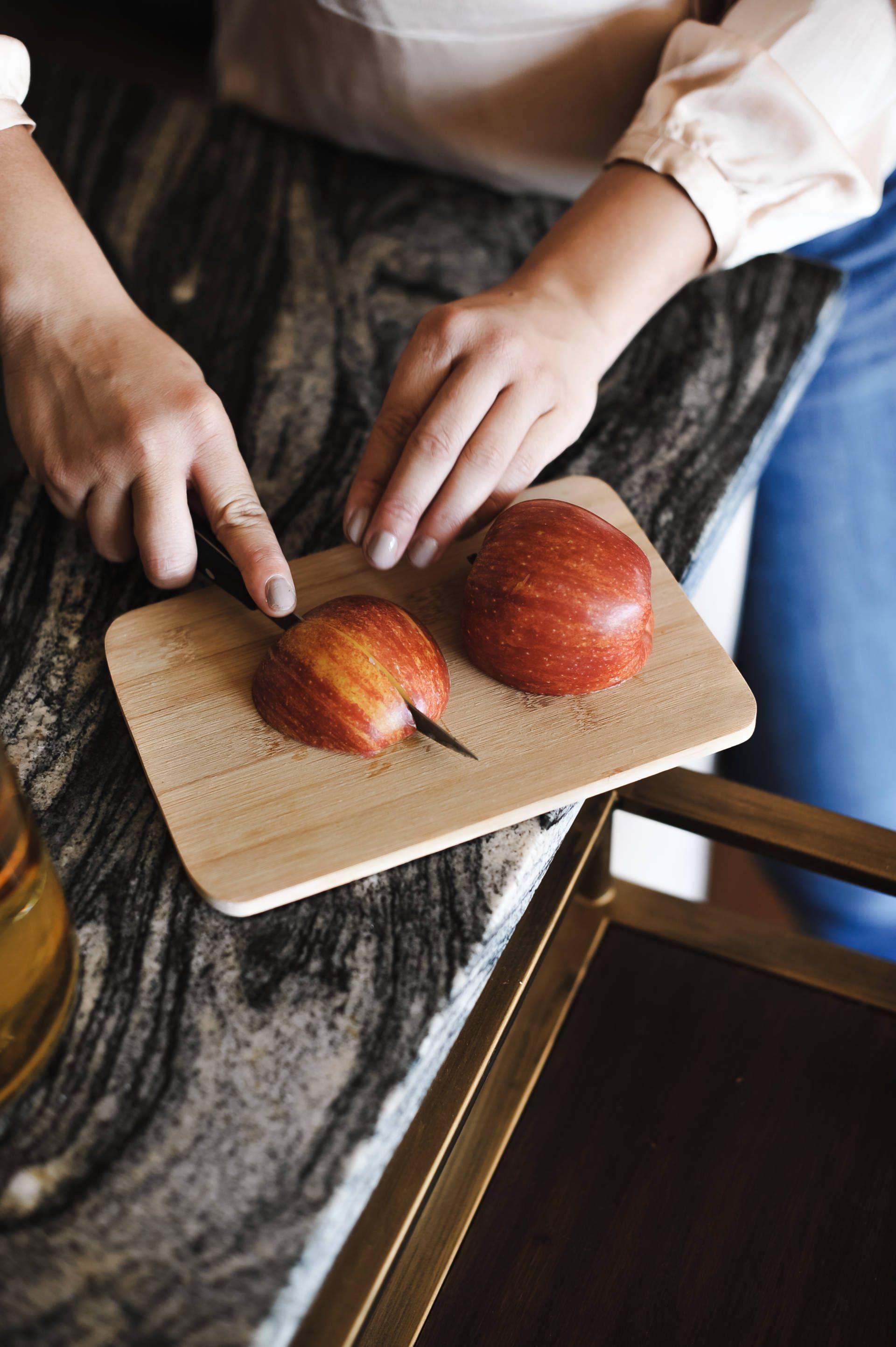 An Easy Apple Cider Sangria Recipe #applecidersangriarecipe