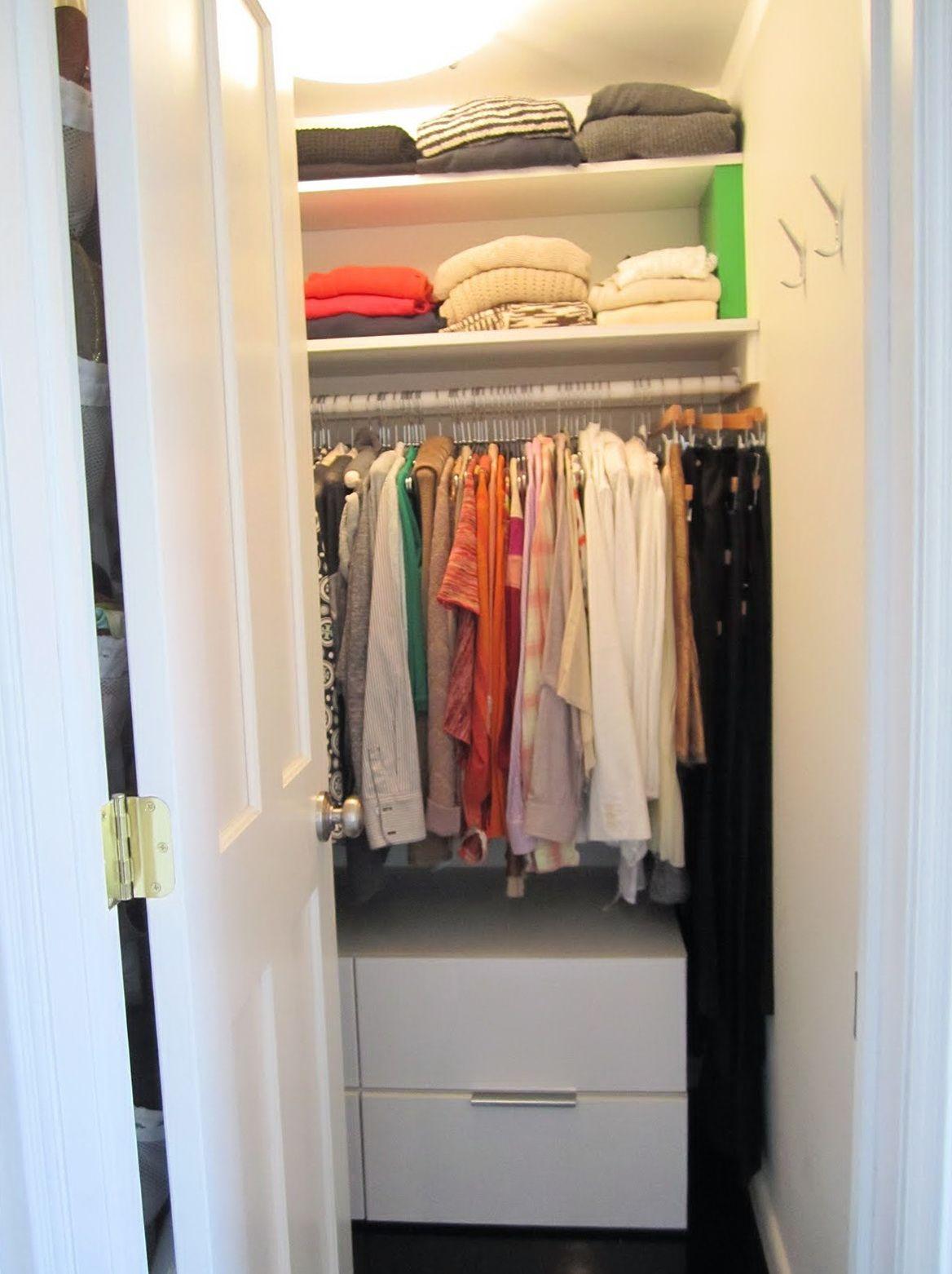 12 small walk in closet ideas and organizer designs small walk in closet ideas pinterest. Black Bedroom Furniture Sets. Home Design Ideas