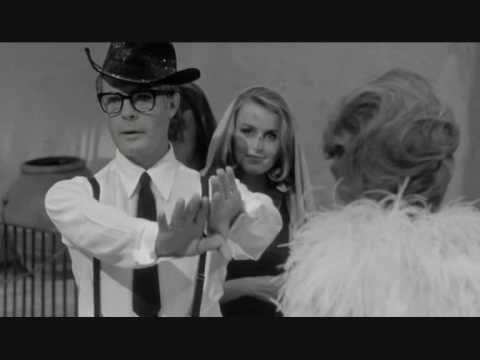 Otto e mezzo, la scena dell\' harem. Fellini | Movie | Pinterest ...