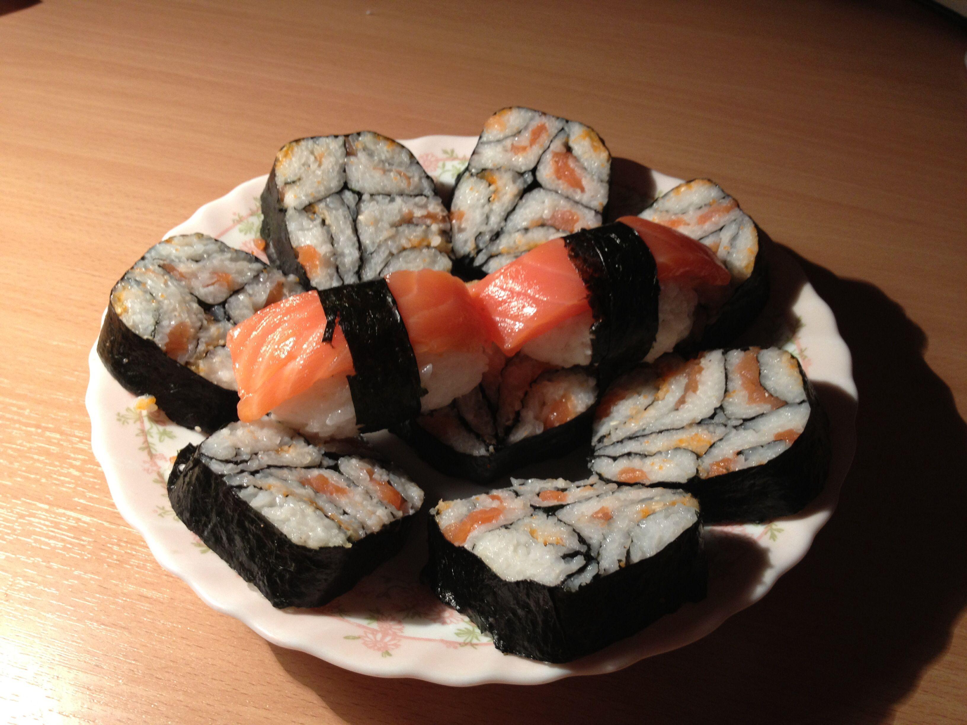 Роллы мозаика, и классические суши.