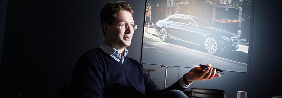 Daimlers mutmaßlicher Kandidat für die Nachfolge von Dieter Zetsche und derzeitiger Vertriebsvorstand Ola Källenius. Quelle: Pedro Guimaraes für WirtschaftsWoche