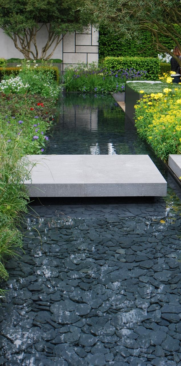 Slate paddlestones in contemporary water feature at rhs for Contemporary pond design