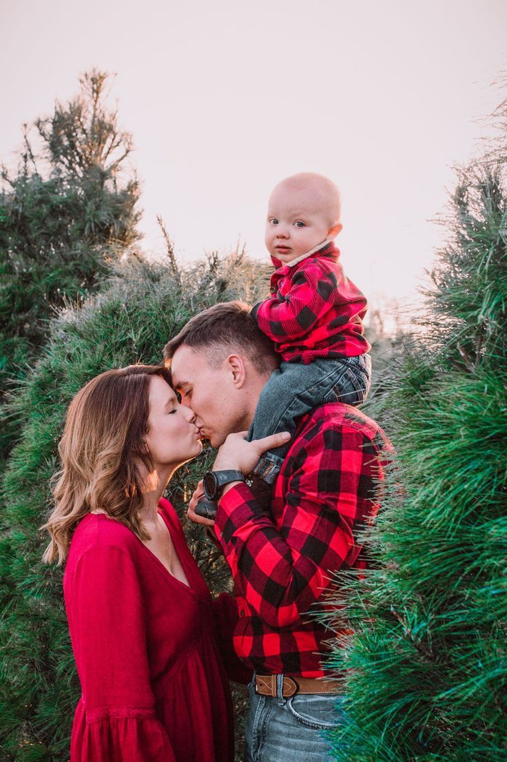 Xmas Tree Lightroom Presets Christmas Day Mobile Instagram Etsy In 2020 Christmas Tree Farm Photo Shoot Family Christmas Pictures Outfits Family Christmas Pictures